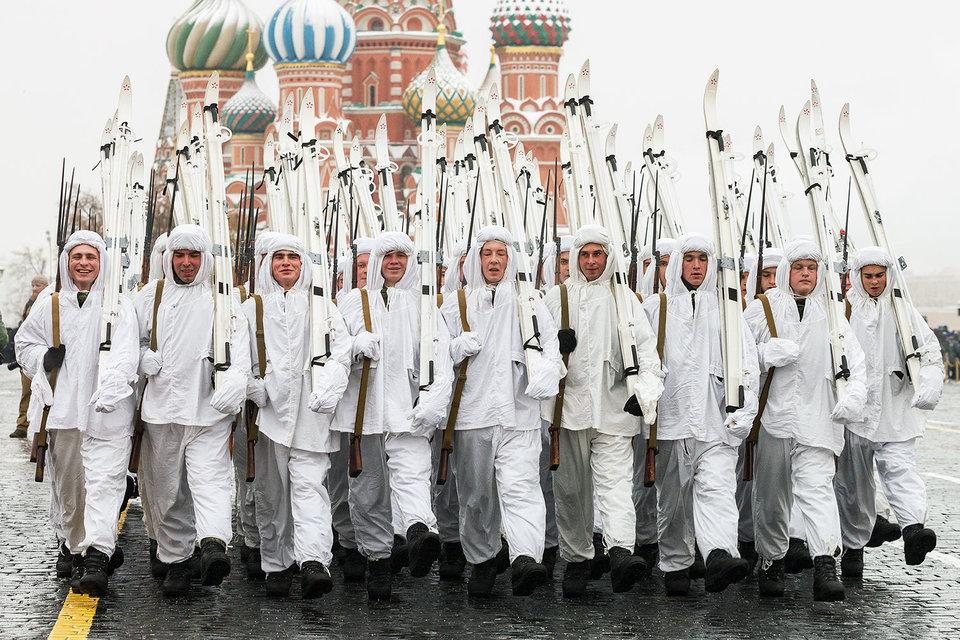 Число россиян, которые считают, что у нашей страны есть враги, заметно снизилось, выяснили социологи