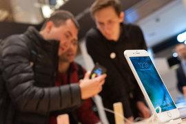 В ноябре 2016 г. на iPhone 7 приходилось примерно 2,5% продаж смартфонов в России в штуках