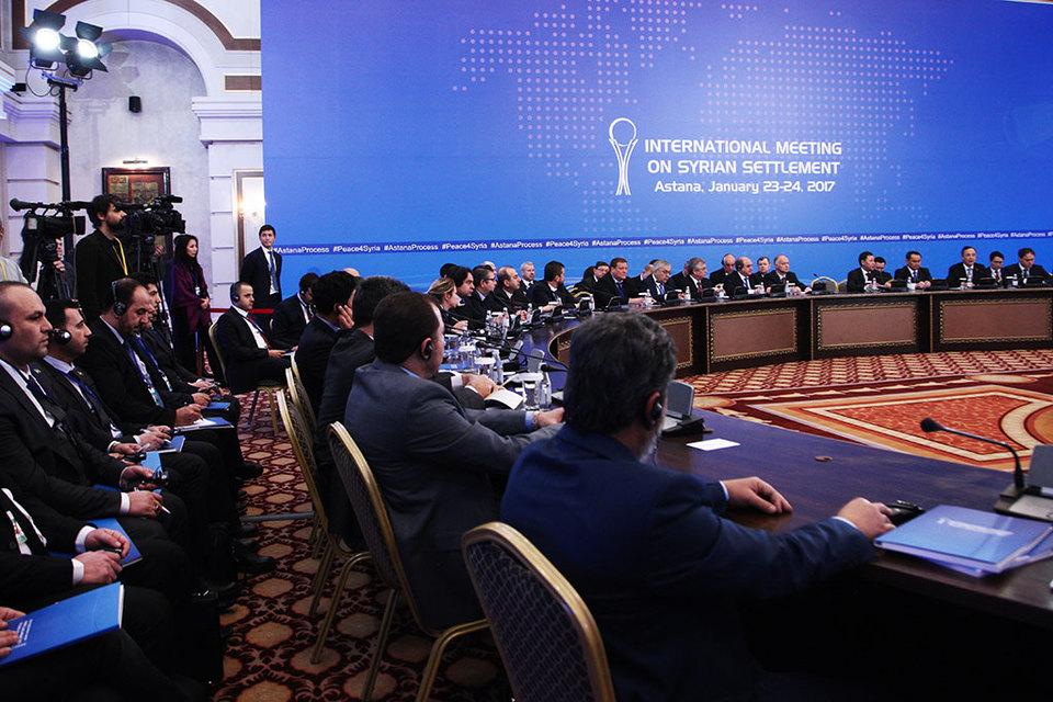 Участники международных переговоров по сирийскому урегулированию в Астане