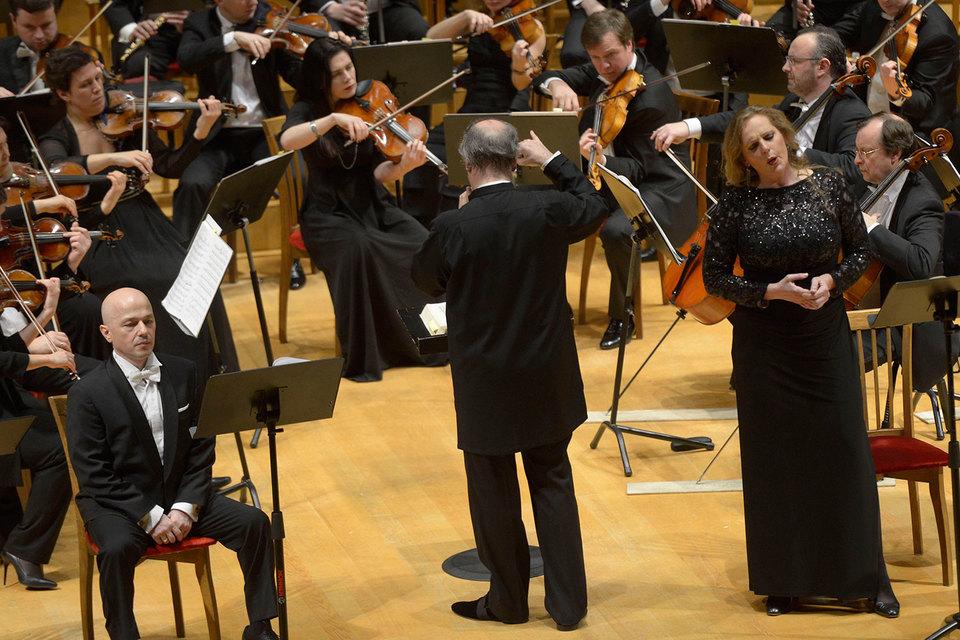 Эва-Мария Вестбрук (справа) спела Изольду и Саломею