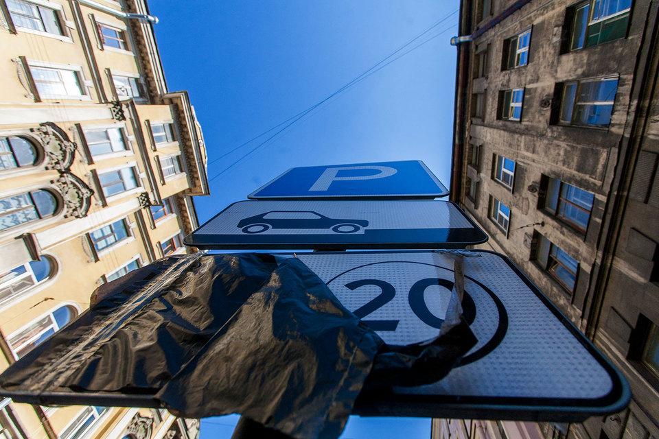 Администрация Петербурга приняла решение пока не штрафовать за неоплату парковки