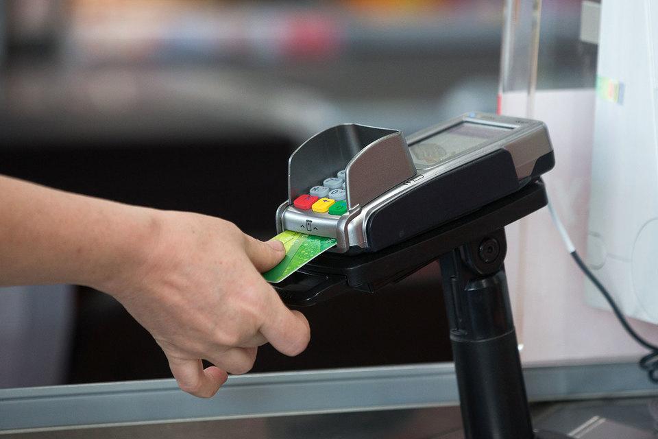 Чем больше денег клиент оставляет в платежном терминале, тем выше доходы банка