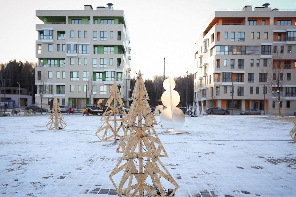 На 63 га проекта «Загородный квартал» можно построить порядка 300 000 кв. м жилья, 10 000 кв. м таунхаусов и ритейл-парк на 30 000 кв. м, рассказывали ранее двое партнеров RDI