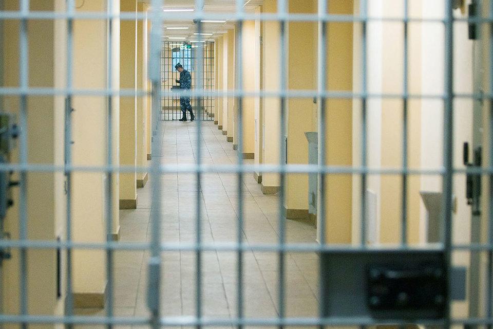 Бывший мэр оспаривает нормы в той части, в которой они позволяют судам не восстанавливать нарушение прав осужденного в связи с незаконным содержанием его под стражей