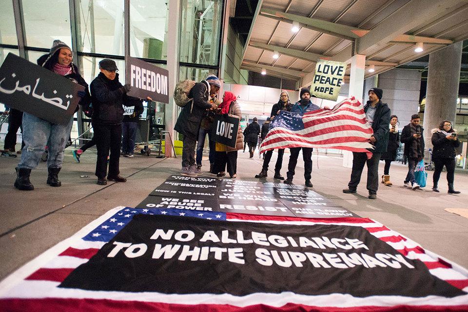 Принятый в пятницу указ вызвал хаос и протесты в нескольких аэропортах США