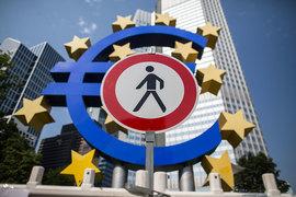 Политические риски в самой еврозоне и возрастающий протекционизм США могут помешать ее устойчивому восстановлению в этом году