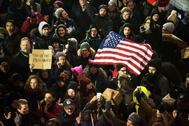 После подписания указа в аэропортах США начались задержания и депортации граждан попавших под ограничение стран, в том числе обладателей грин-карт