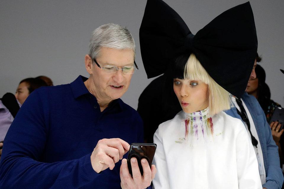 Прежде чем возглавить Apple, Кук занимался управлением цепочками поставок корпорации
