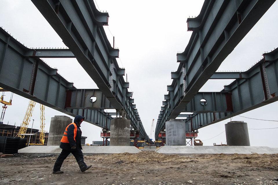 Керченский мост должен соединить Крым и Таманский полуостров, он состоит из четырехполосного автомобильного моста и двух железнодорожных путей