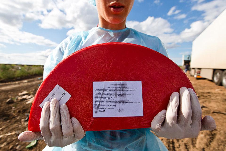 Россия в августе 2014 г. ввела ограничения на импорт продовольственных товаров из стран, которые ввели в отношении нее санкции
