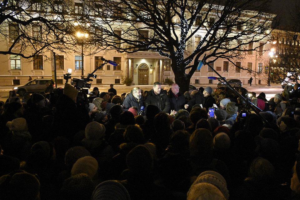 «Единая Россия» считает, что массовые встречи с избирателями – путь к майданам