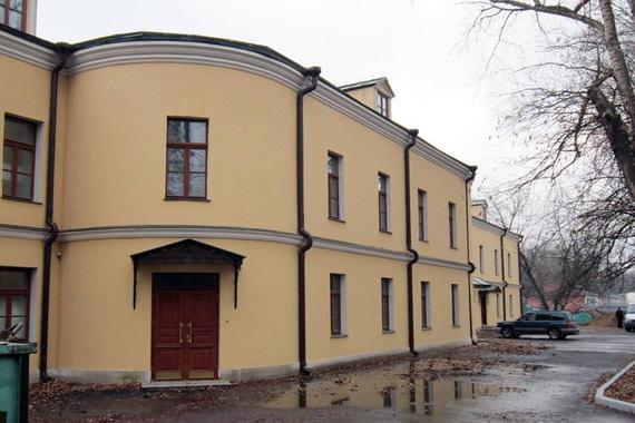 Жилой дом учеников Военно-фельдшерской школы середины XIX в. входит в ансамбль Екатерининского дворца и находится на Госпитальной площади в Лефортово. Общая площадь – 2270 кв. м