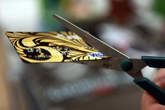 Число краж денег с банковских карт год от года не снижается