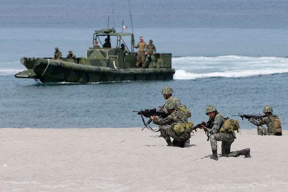 3-5. Территориальные споры в Южно-Китайском море приведут к боестолкновениям между странами (сила риска – 12): средняя вероятность, сильное влияние. Китай должен стать «ведущей мировой державой» и иметь «первоклассные» вооруженные силы к 2050 г., постановил съезд Компартии Китая в октябре 2017 г. Рост его активности на международной арене происходит одновременно со снижением роли США, которые, в частности, обеспечивают безопасность морских маршрутов