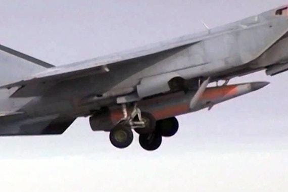 Гиперзвуковая авиационная противокорабельная ракета «Кинжал». Дальность свыше 2000 км, гарантированное преодоление ПРО. Ракету несет сверхзвуковой перехватчик МиГ-31. Судя по всему, разработана НПО машиностроения