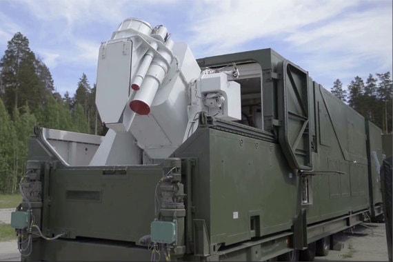 Лазерная наземная установка. Установлена на мобильном шасси, развернута в 2017 г. В СССР имелись лазерные боевые установки на гусеничном шасси (демонстрируются в ряде музеев), но сейчас речь идет, видимо, об установке большей мощности, чем в советское время. «Существенные результаты достигнуты в создании лазерного оружия», - рассказал Путин. На видео показали лазерную установку наземного базирования в массивном трейлере, с апертурой прицельного лазера 20-30 см