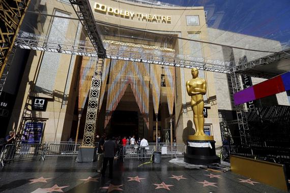 С 2002 г. церемонии проходят в киноцентре Dolby Theatre. Строительство театра спонсировала американская компания Eastman Kodak, вложившая в проект $75 млн для того, чтобы театр получил ее имя