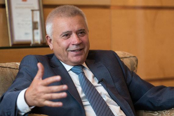 На четвертой строчке рейтинга оказался президент «Лукойла» Вагит Алекперов. Forbes оценил его состояние в $16,4 млрд (+$1,9 млрд). Годом ранее он занимал шестое место в рейтинге. В общемировом рейтинге Алекперов занял 78-е место