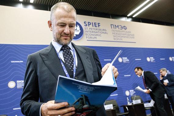 На седьмом месте – Андрей Мельниченко, основной акционер угольной компании СУЭК, химического концерна «Еврохим» и Сибирской генерирующей компании. Он поднялся с девятого места в прошлом году, его состояние оценивается в $15,5 млрд (+$2,3 млрд). В общемировом рейтинге он занял 88-е место