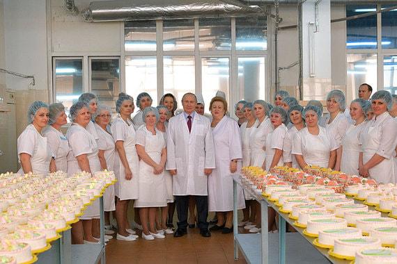 7 марта 2018 г. Владимир Путин посетил Самарский булочно-кондитерский комбинат, где работницы предприятия угостили его  хлебом «Боярский»