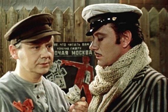 Олег Табаков (в роли завхоза Альхена) и Андрей Миронов в фильме «12 стульев», 1976 г.