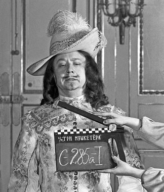 Олег Табаков в роли короля Франции Людовика XIII на съемках фильма  режиссера-постановщика Георгия Юнгвальд-Хилькевича «Три мушкетера», 1978 г.