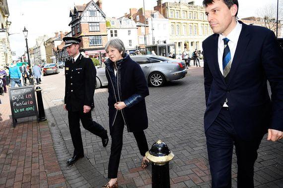 Премьер-министр Великобритании Тереза Мэй приехала в британский город Солсбери, где был обнаружен отравленный экс-полковник ГРУ Сергей Скрипаль с дочерью