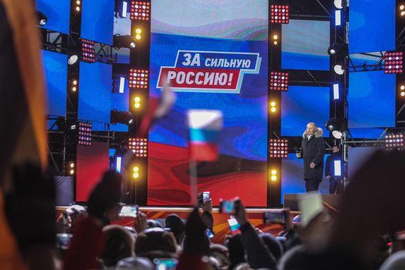 В прошлый раз на аналогичном митинге Путин плакал. Тогда Песков объяснил  это ветром