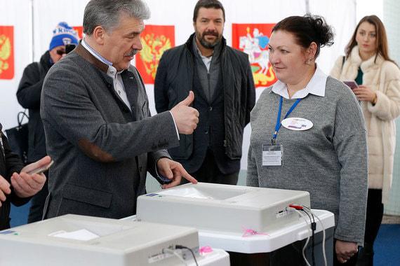 Кандидат  от КПРФ Павел Грудинин на избирательном участке № 1306 в Москве