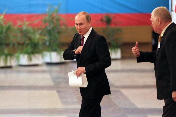 Самовыдвиженец Владимир Путин на избирательном участке № 2151 в здании Российской академии наук (РАН)