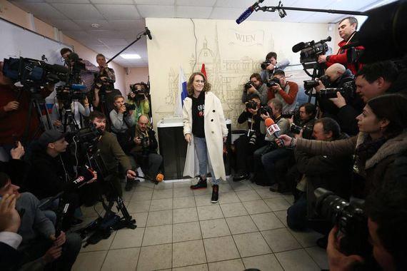 Кандидат в президенты от «Гражданской инициативы» Ксения Собчак на избирательном участке № 158 в Детской музыкальной школе имени Л. Бетховена