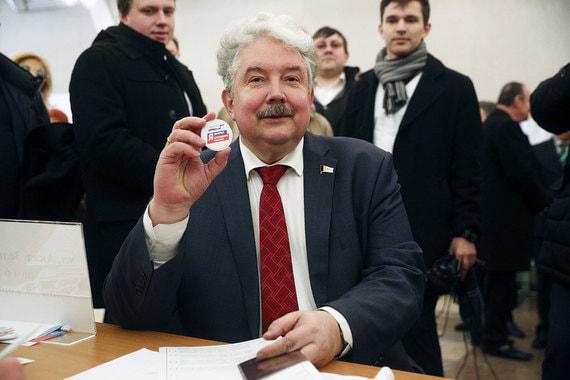 Кандидат от партии «Российский общенародный союз»  Сергей Бабурин также голосовал в здании РАН
