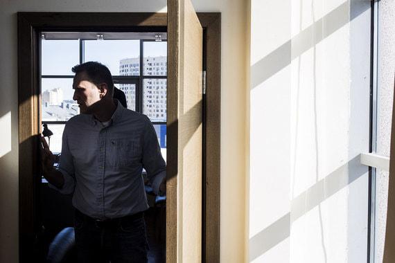 Алексея Навального не допустили до участия в выборах президента. 18 мая он проводит в офисе ФБК