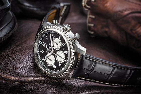 Breitling представляет новую коллекцию часов Navitimer 8. Часы, оснащенные собственным механизмом Breitling Caliber 01, сейчас выходят в двух вариантах: в корпусе из нержавеющей стали и 18-каратного красного золота