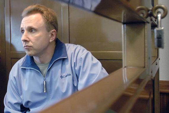 Бывший сотрудник службы безопасности ЮКОСа Алексей Пичугин осужден по двум уголовным делам – по обвинению в организации убийств и  покушений на убийства. По первому делу в 2005  г. он был приговорен к 20 годам колонии, по второму делу он получил  пожизненный срок в 2007 г.