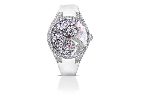 Часы Graff Floral оснащены специально созданным для серии MasterGraff механизмом - так марка Graff подчеркивает значимость рынка женских часов. Часы с декоративным усложнением: цветы на отметках восемь и десять часов подвижны