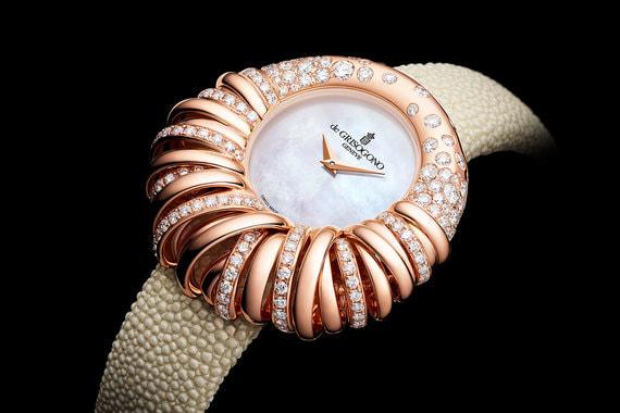 Часам Allegra, названным в честь дочери владельца De Grisogono Фаваза Груози Аллегры, в этом году исполняется 25 лет. Модель Allegra 25 создана в пяти вариантах, один из них - в корпусе из розового золота со 182 бриллиантами