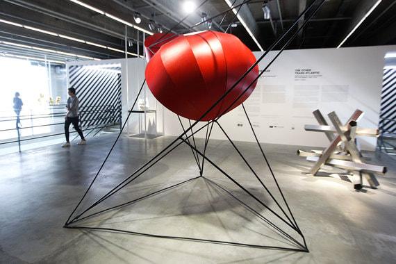 Выставка, посвященная кинетическому и оптическому искусству Восточной Европы и Латинской Америки, - первая подобного масштаба в России