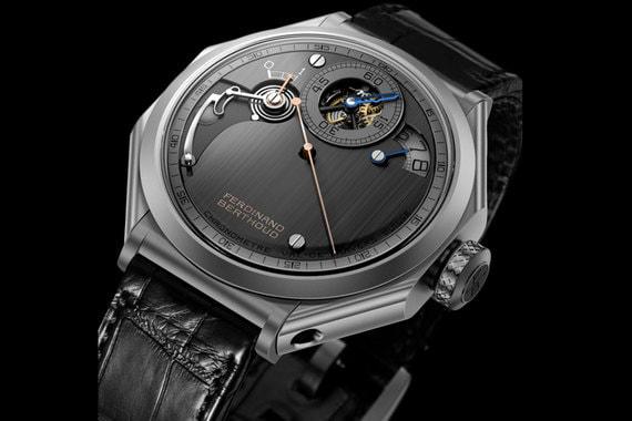 Часы Chronométrie Ferdinand Berthoud вдохновлены морскими хронометрами, которыми славился знаменитый часовой мастер Фердинанд Берту. Часы отображаются в арочном окне на отметке «2 часа», а минуты - на отметке «12 часов». Часы будут созданы ограниченной серией в 20 экземпляров
