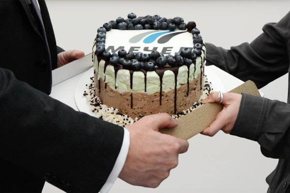 «Ведомости» проспорили торт-мороженое гендиректору «Мечела»