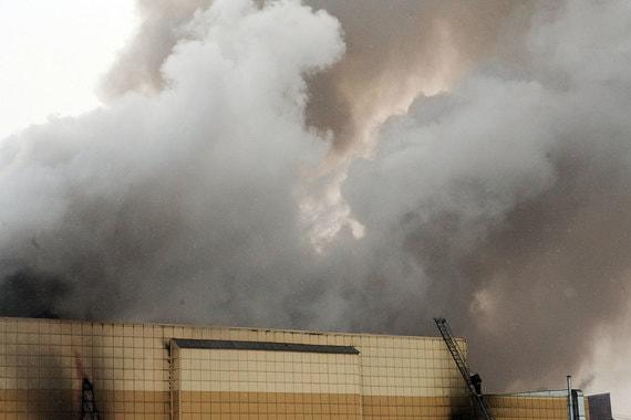 По словам главы МЧС России Владимира Пучкова, в горящем здании возникли угроза взрыва и «другие опасности»