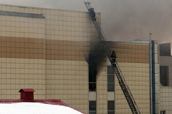 Из-за пожара введен режим чрезвычайной ситуации, сообщил глава МЧС России Владимир Пучков