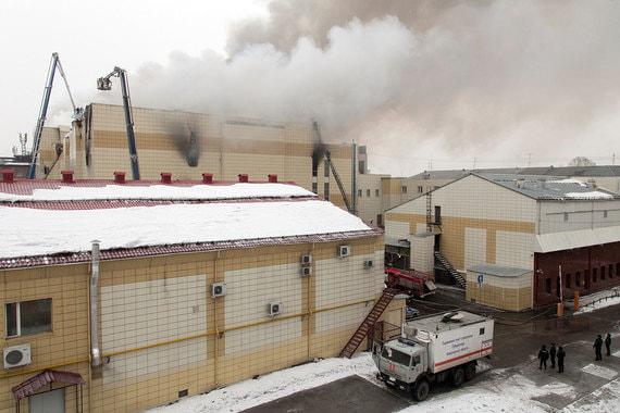 Днем в воскресенье в торгово-развлекательном комплексе «Зимняя вишня» в центре Кемерово начался пожар