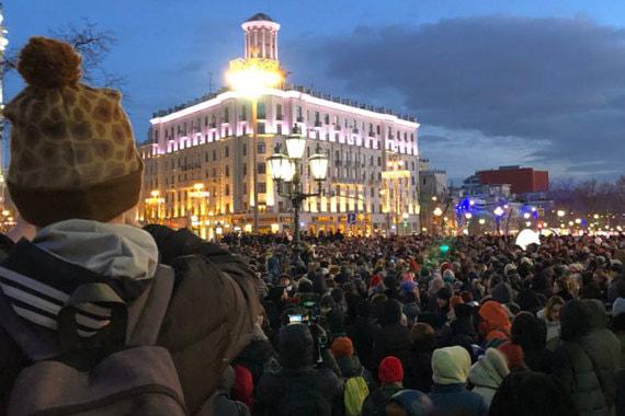normal 1l4k Москвичи зажгли сотни свечей в память о погибших в «Зимней вишне»