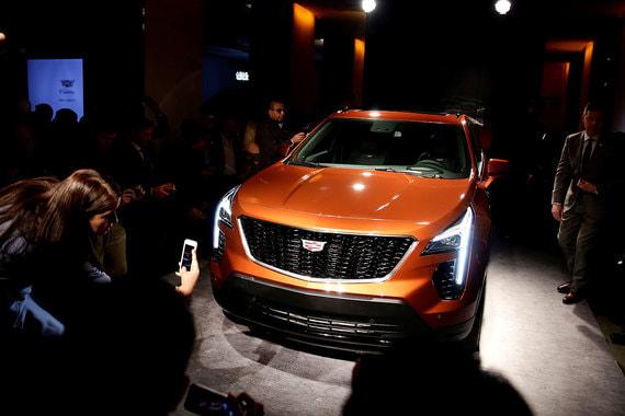 Cadillac выводит на рынок компактный кроссовер XT4, которого прежде не было в модельной линейке премиального бренда General Motors. Модель разрабатывала команда молодых дизайнеров, и она ориентирована на молодежную аудиторию, среди которой американская марка собирается привлечь новых покупателей