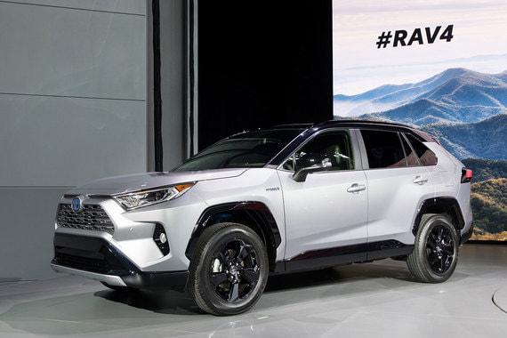 Пятое поколение компактного кроссовера Toyota RAV4 появится в Европе в 2019 г.