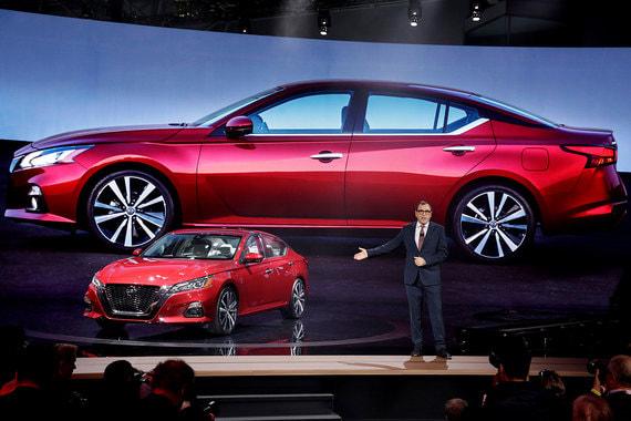 У шестого поколения седана Nissan Altima увеличены размеры салона, на модель будут устанавливаться мотор VC Turbo с переменной степенью сжатия и полноприводная трансмиссия от кроссовера Rogue/X-Trail