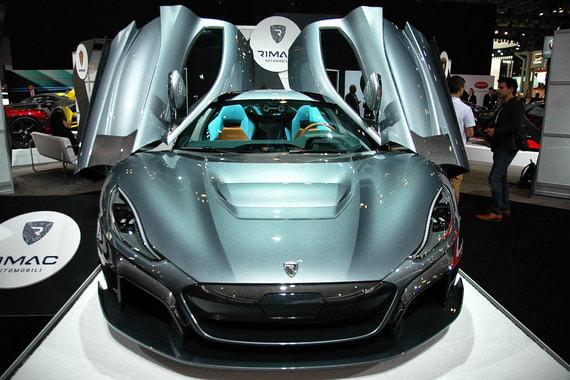 Новая версия самого быстрого в мире электромобиля хорватской компании Rimac - C_Two - показана в Америке вскоре после мировой премьеры в Женеве. 1900-сильный суперэлектрокар кроме разгона до 100 км/ч за 2 с может проезжать без подзарядки 650 км, обещает компания