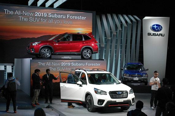 Шестое поколение кроссовера Subaru Forester, самой популярной модели марки в США, немного  выросло в размерах и будет оснащаться новой версией 2,5 л оппозитного двигателя мощностью 182 л. с. Продажи начнутся в октябре 2018 г.