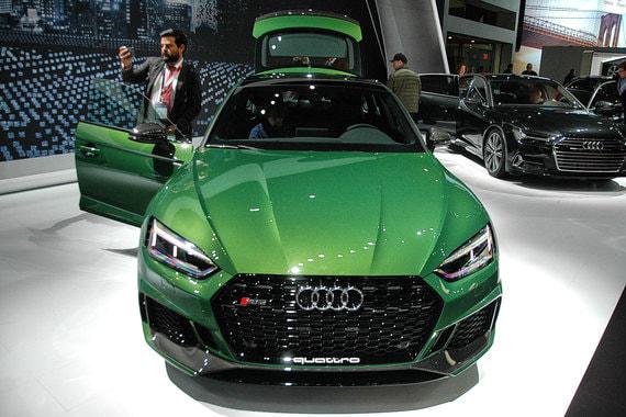 Спортивная версия большого фастбэка Audi - RS 5 Sportback. Двигатель V6 BiTurbo 2,9 л (450 л. с., 600 Нм). Разгон до 100 км/ч - 3,9 с, максимальная скорость - 280 км/ч. Продажи сначала начнутся в США и Канаде (вторая половина 2018 г.), затем в Европе, в России - в первой половине 2019 г.